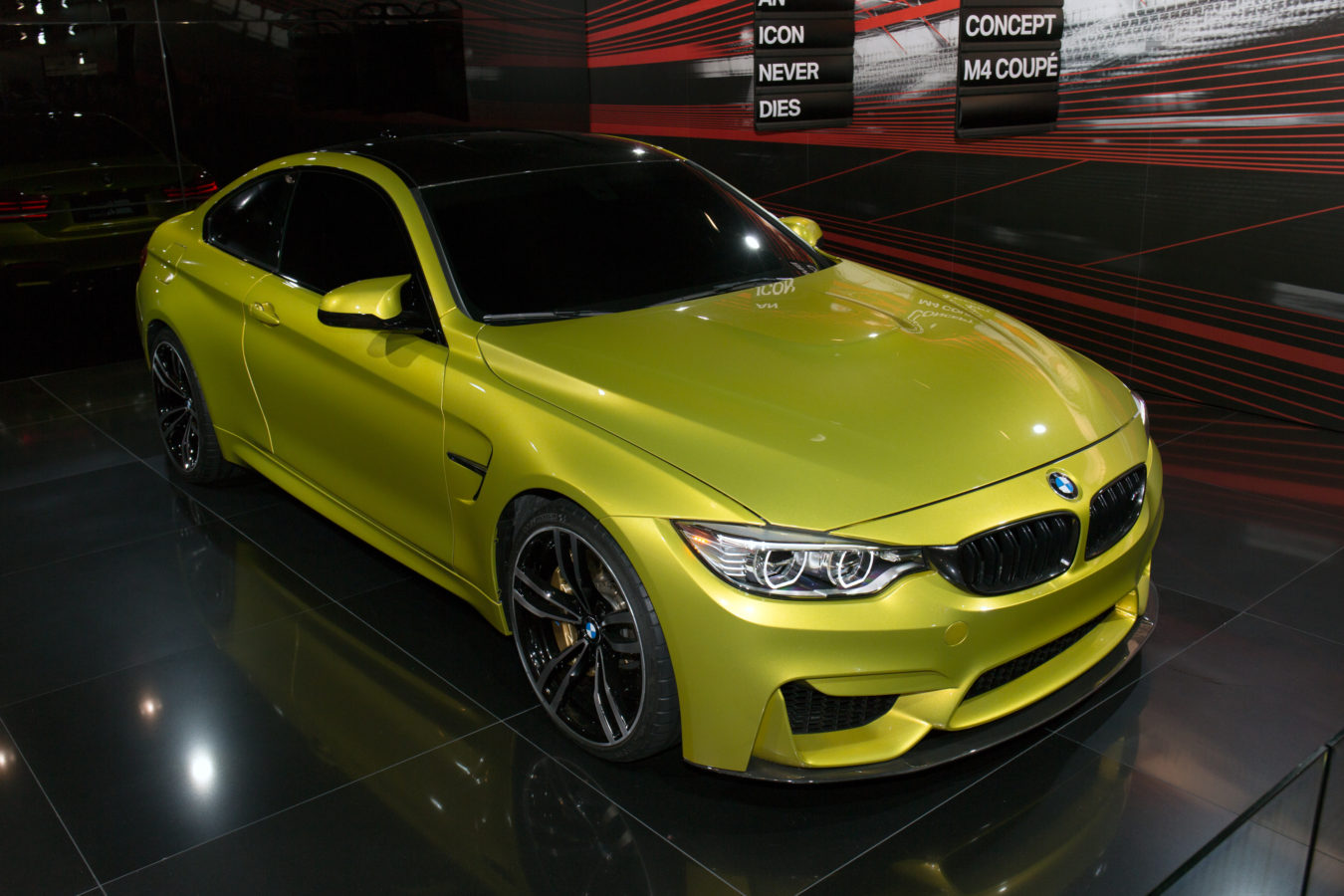 BMW_Concept_M4_Coupe_front-right_2013_Tokyo_Motor_Show