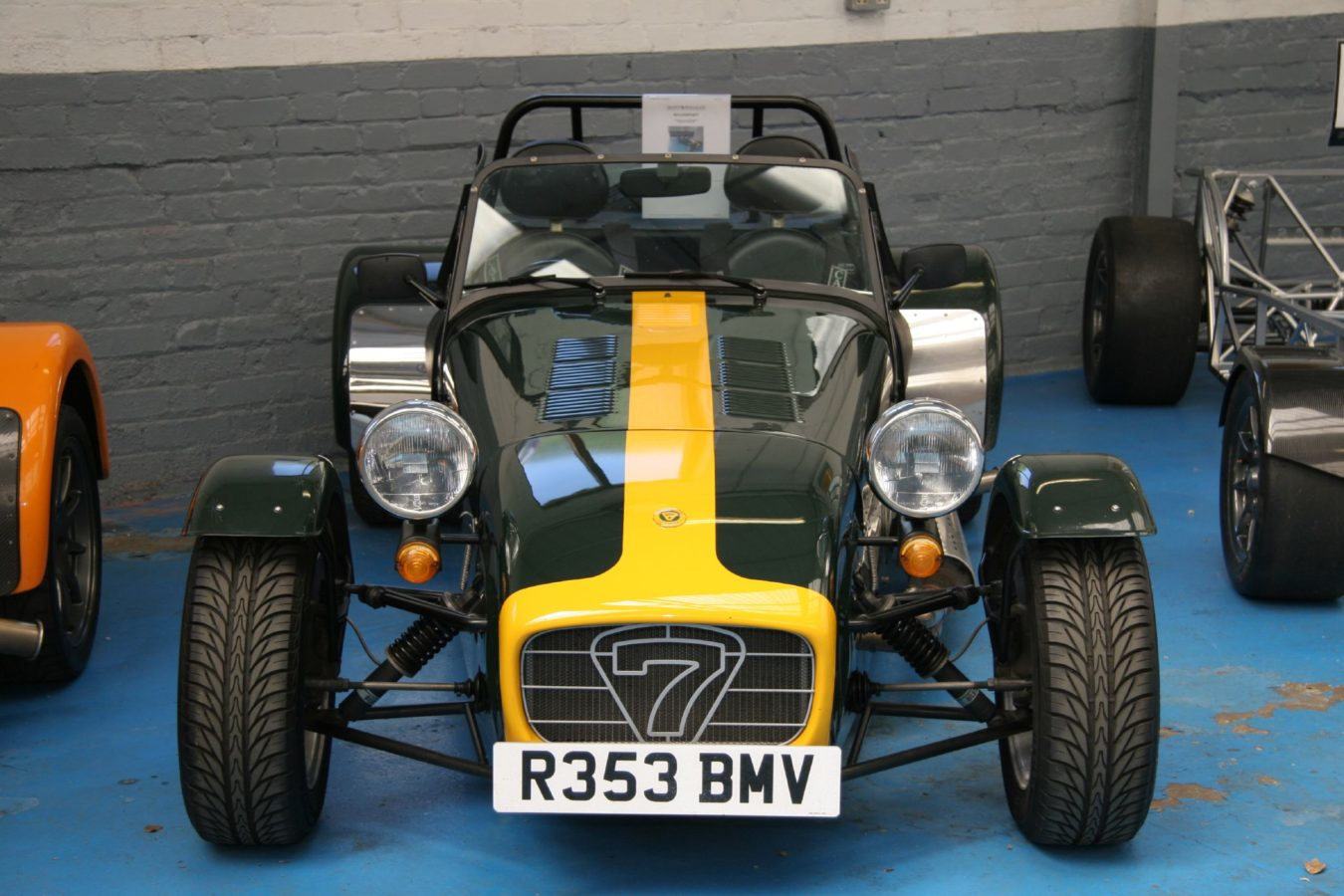 Caterham_7_at_Caterham's_showroom_-_Flickr_-_exfordy