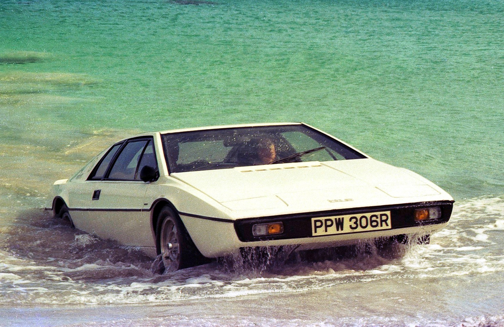 http://trackworthy.com/wp-content/uploads/2017/02/The-Spy-Who-Loved-Me-Lotus-Esprit-S1.jpg