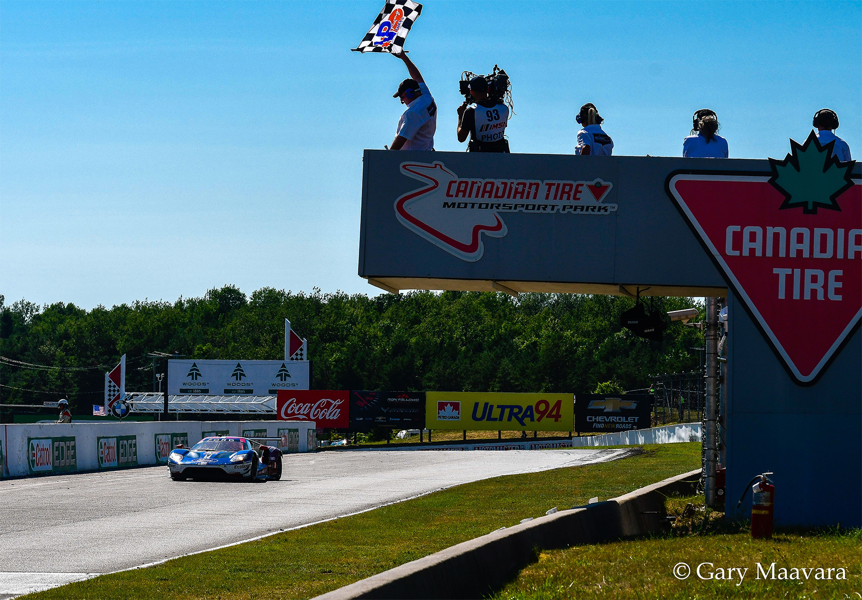 TrackWorthy-Mobil-1_67_Ford-GT_Ford-Chip-Ganassi-Racing_takes-checkered-flag.jpg